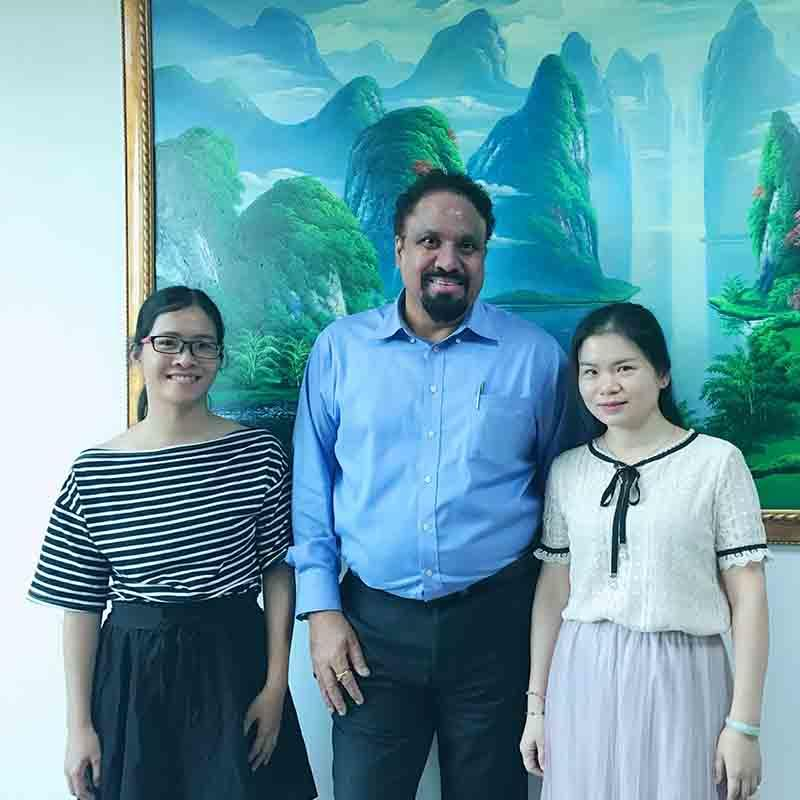 Customer from UAE visit our fatory to consults about bopp thermal lamination film
