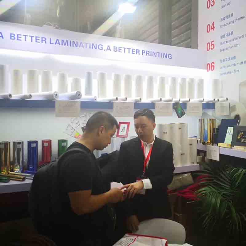 Customer from USA consults about digital sleeking film in All In Print Exhibition 2015